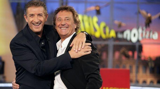 Ezio Greggio con il collega Enzo Iacchetti alla conduzione di Striscia la notizia