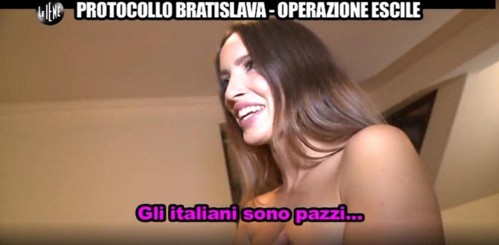 Operazione Escile, Le Iene spogliano Lucia Javorcekova (VIDEO)