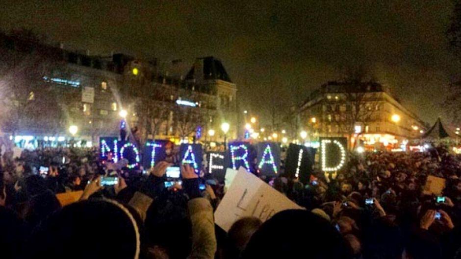 La manifestazione organizzata per le strade di Parigi dopo i fatti del 7 gennaio
