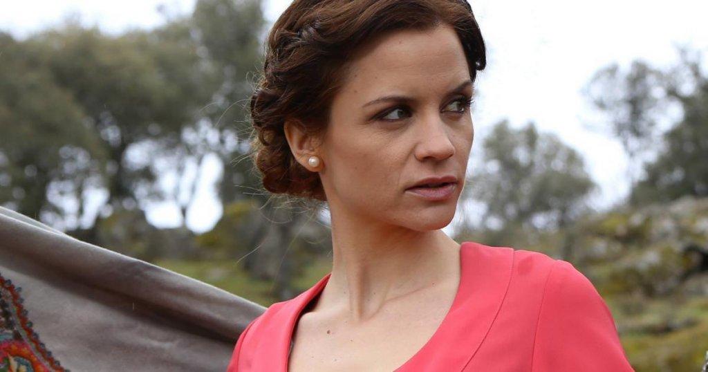 Anticipazioni Il Segreto, puntata 30 Dicembre: le nozze tra Mariana e Nicolas e i sospetti di Don Anselmo