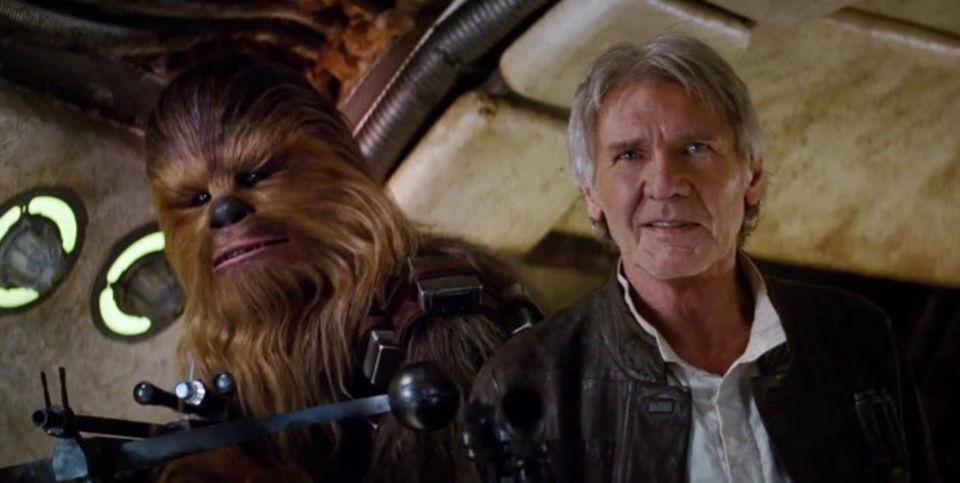 Chewbecca e Han Solo /Harrison Ford in una scena del film