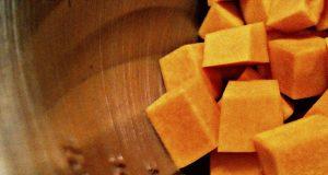 Zuppa di patate con zucca e cocco