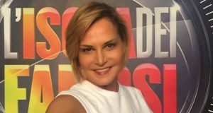 Simona Ventura strizza l'occhio a L'Isola dei Famosi