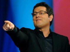Enrico Papi va a Tv8, addio Mediaset