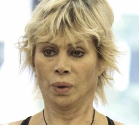 Carmen Russo desiderava 2 figli ma ormai è tardi
