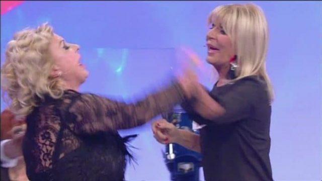 Tina Cipollari Gemma Galgani aggredita